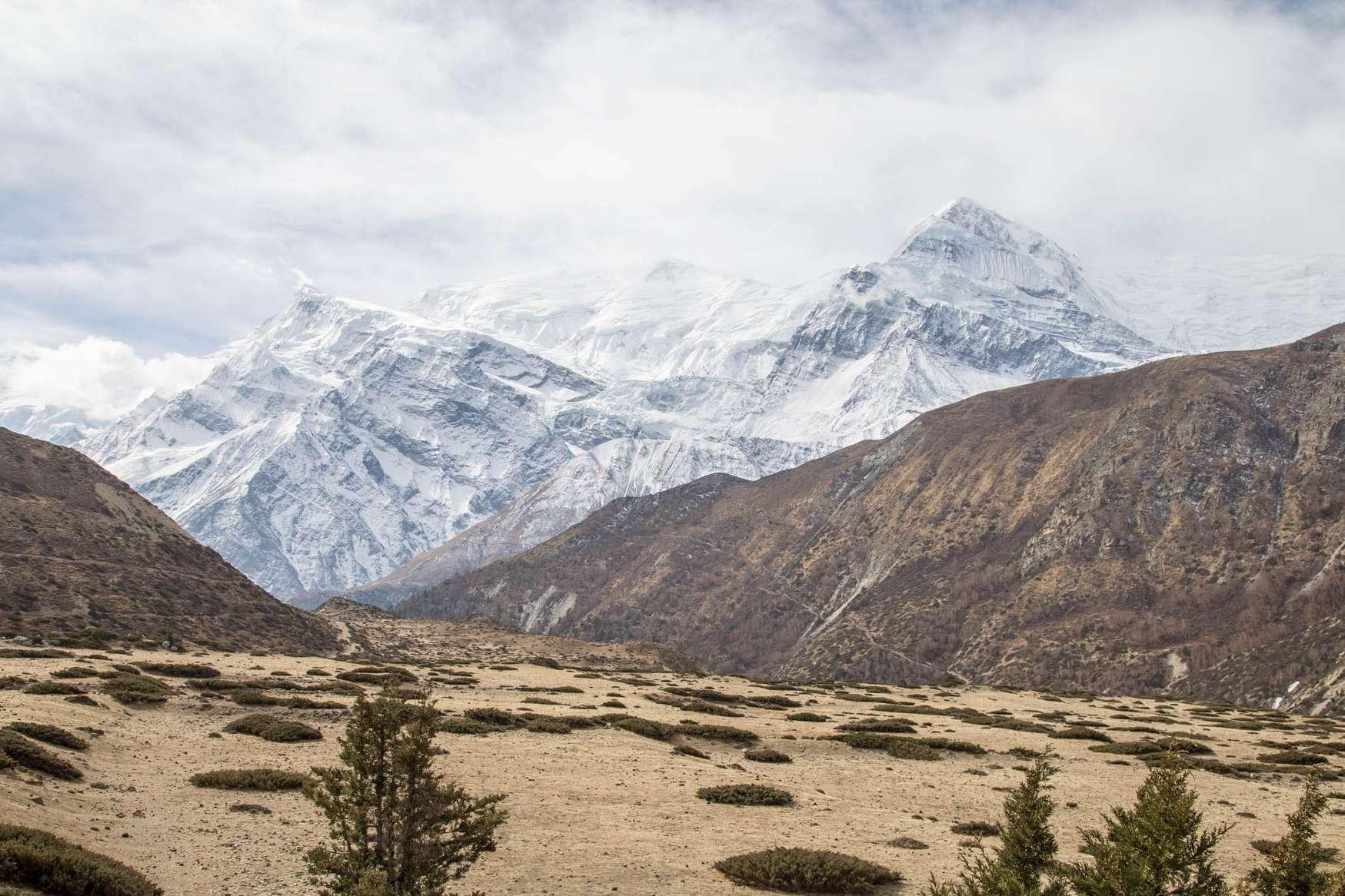 umgeben von bergen