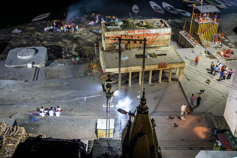 Hotelblick zum Harishchadra Ghat mit Feuerbestattung