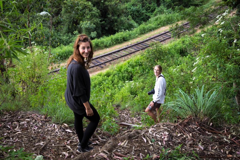 Querfeldein zur Eisenbahn mit Lachlan