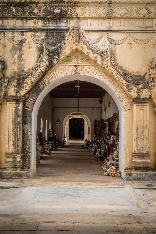 der Eingang zum Tempel