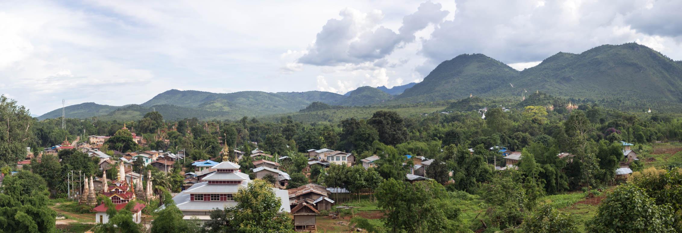 die Shwe-Oo-Min Pagode in der Ferne