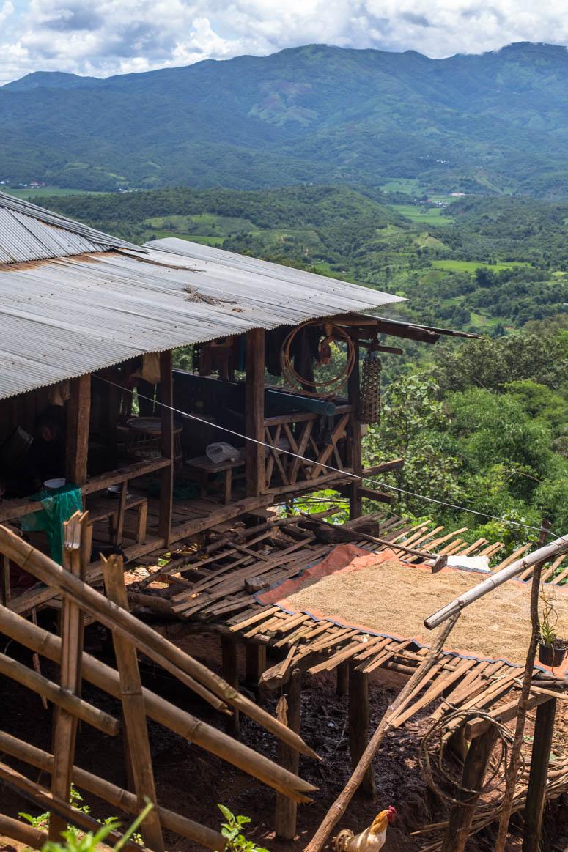Ann Dörfer in den Berghängen
