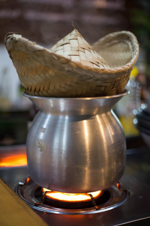 klebriger Reis am Kochen