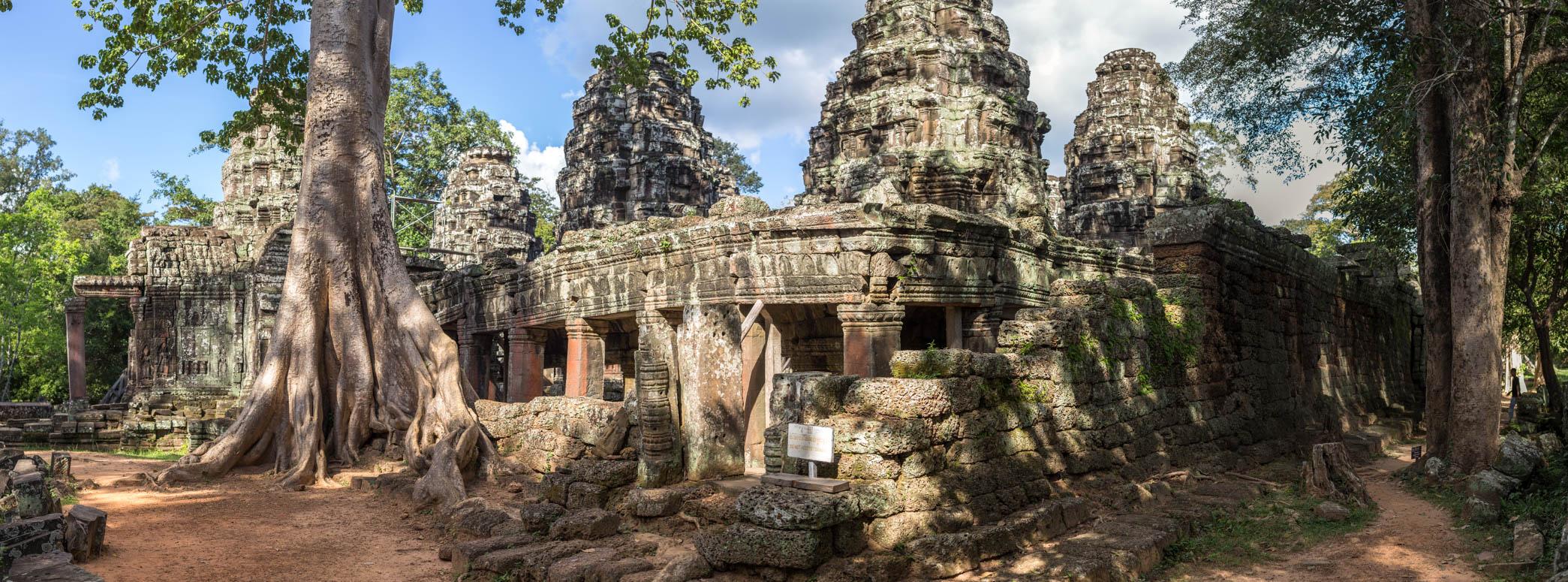 Tempel und umliegende Natur ein perfektes harmonisches Bild her