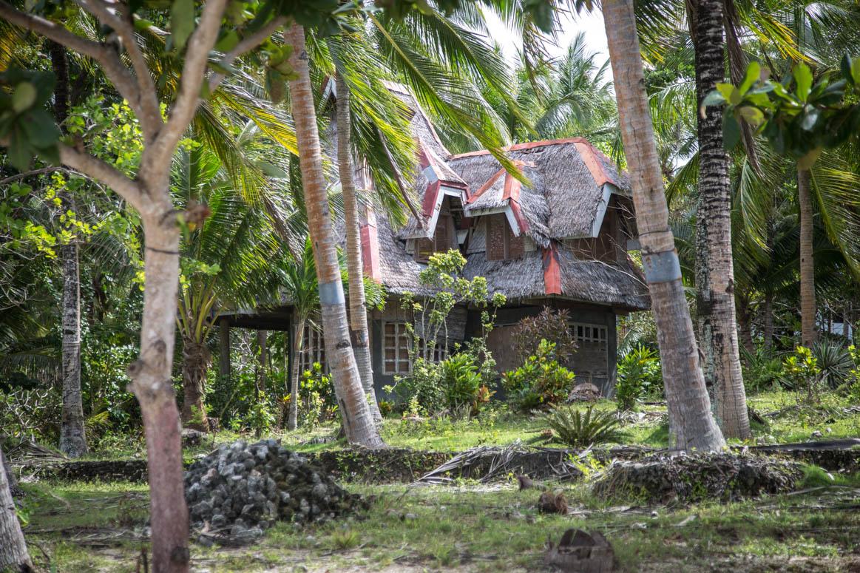 Versteckt zwischen Palmen