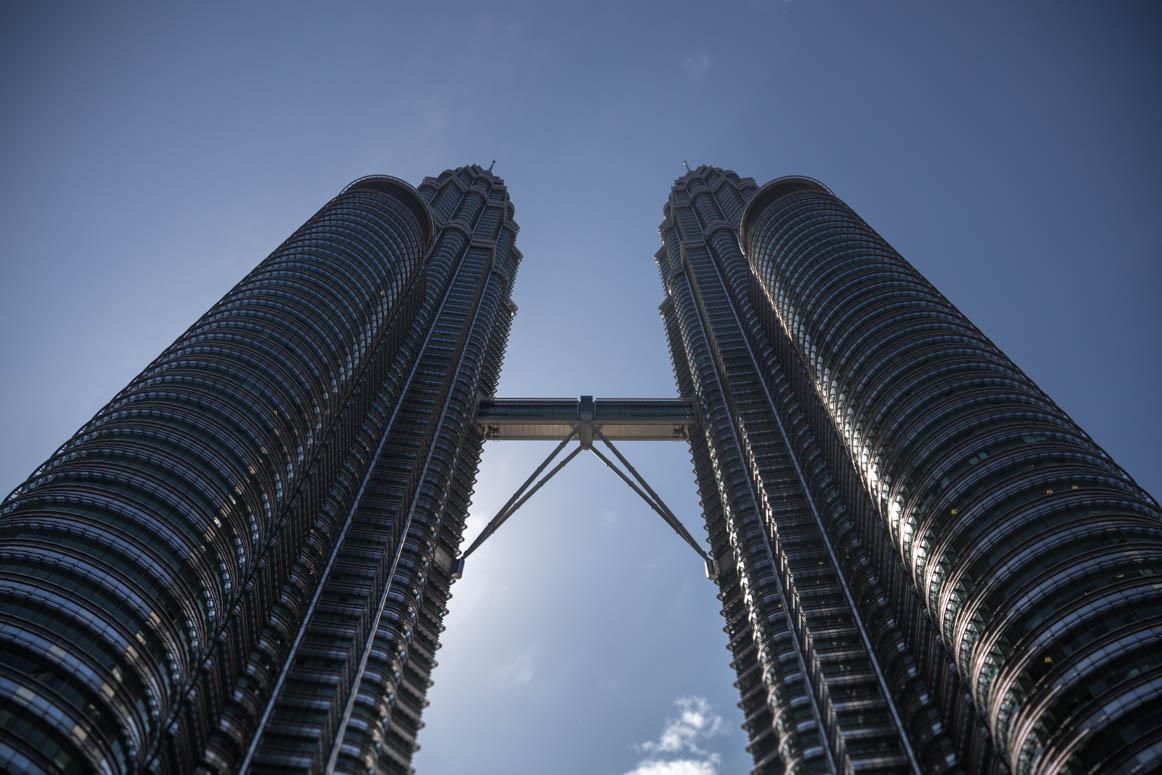 Weit höher als alle anderen Türme - die Petronas Towers in Kuala Lumpur