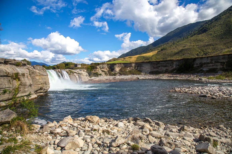 Wasserfall entlang des Weges
